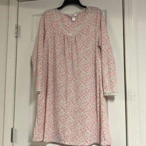 Ladies 3/4 sleeve large nightgown